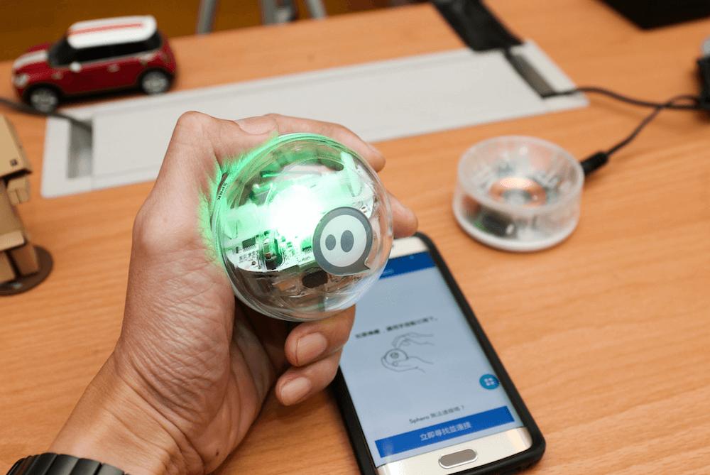 プログラミングロボット sphero スマホで操作