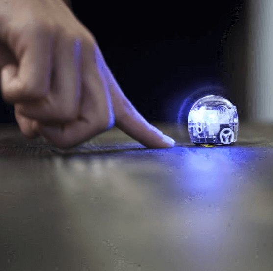 プログラミングロボット「ozobot」