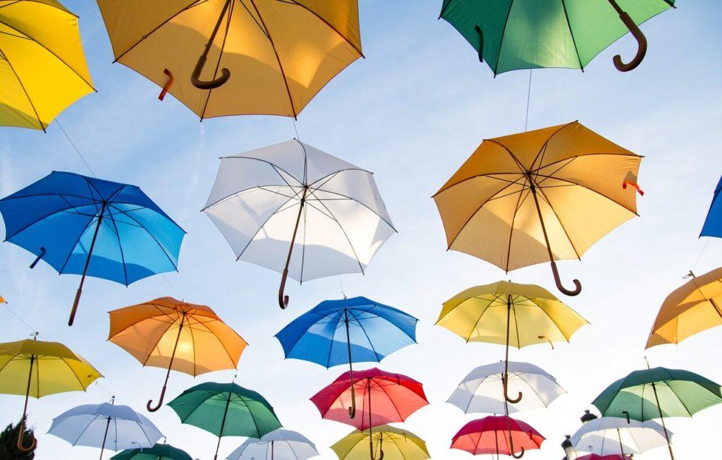 雨の日の自転車 傘NG