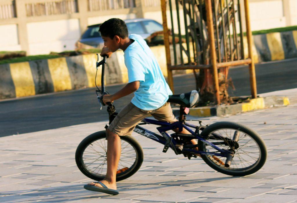 自転車 ペダル 漕ぐ