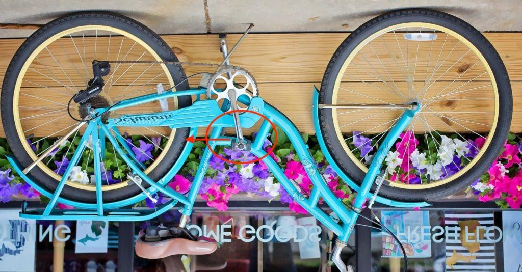 カバーついてる自転車 ペダル回す