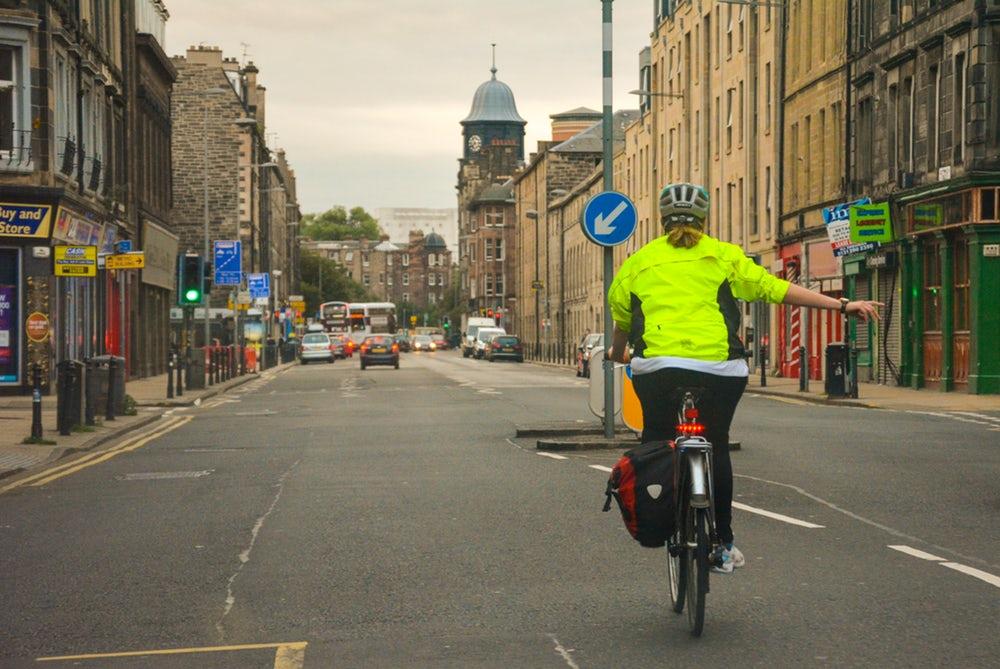 自転車 手信号とは