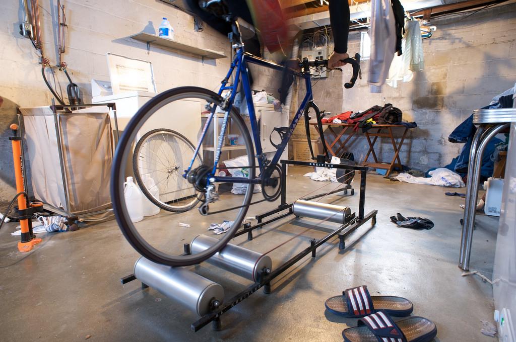 自転車 トレーニング 固定ローラー代