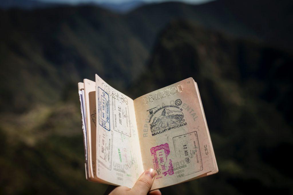 海外で働く ビザを選ぶ